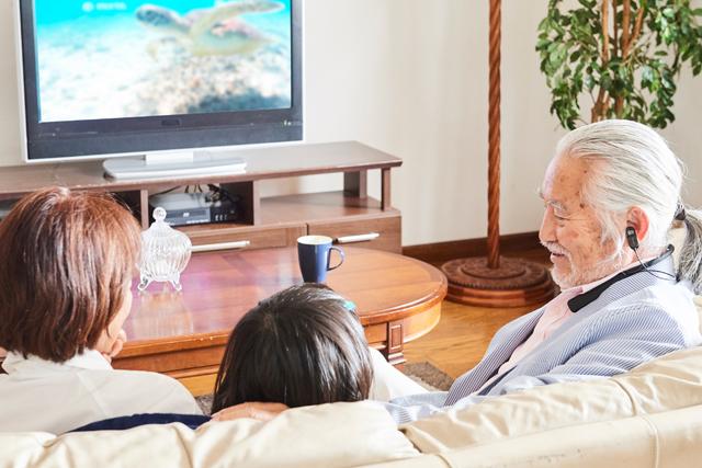 音量を上げずに家族と一緒に テレビが楽しめる。